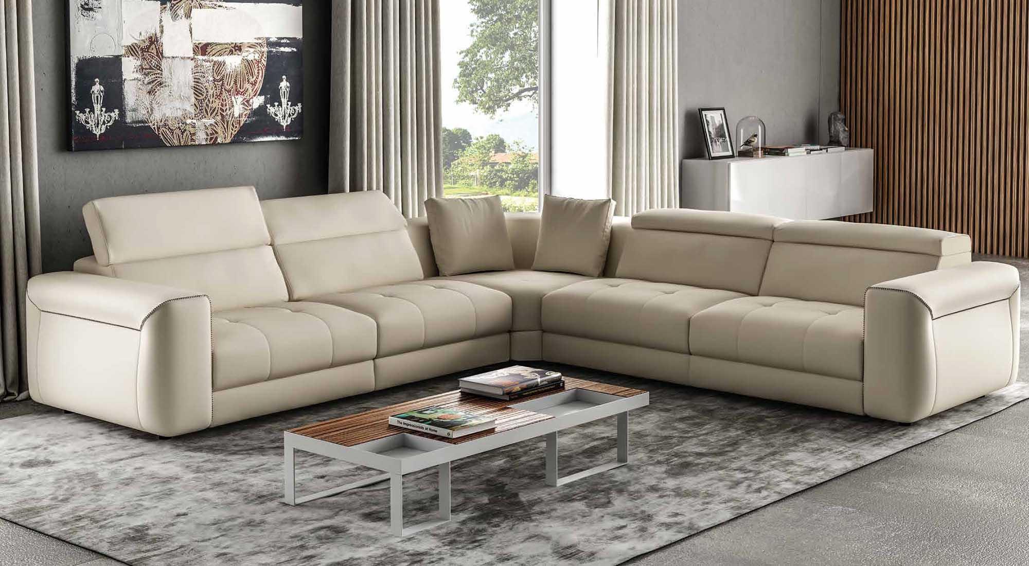 I migliori divani in pelle da arredamenti meneghello for Arredamenti sale e salotti