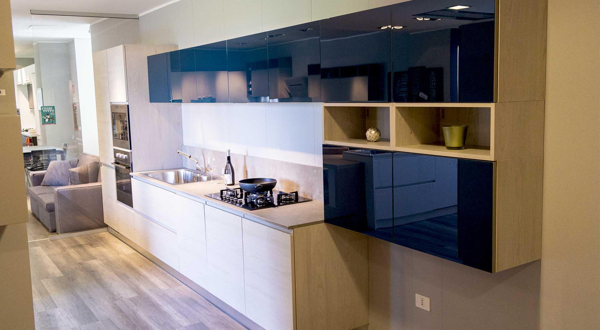 Ante Vetro Cucina cucina anta maniglia con pensili in vetro blu cobalto5 -