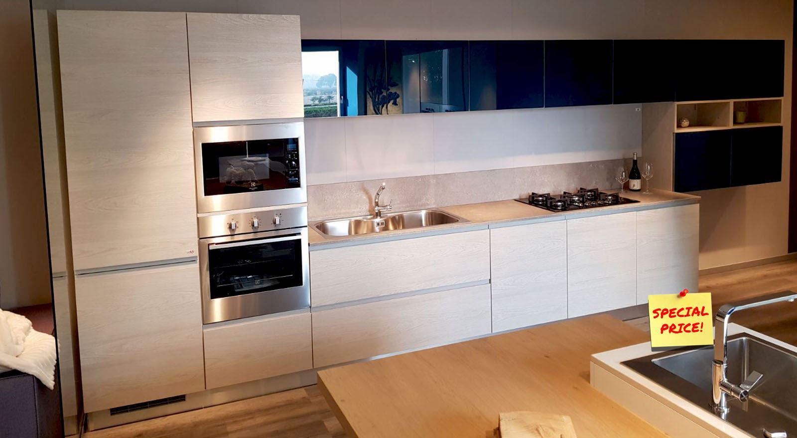 Amato Cucina anta maniglia con pensili in vetro blu cobalto  CP17