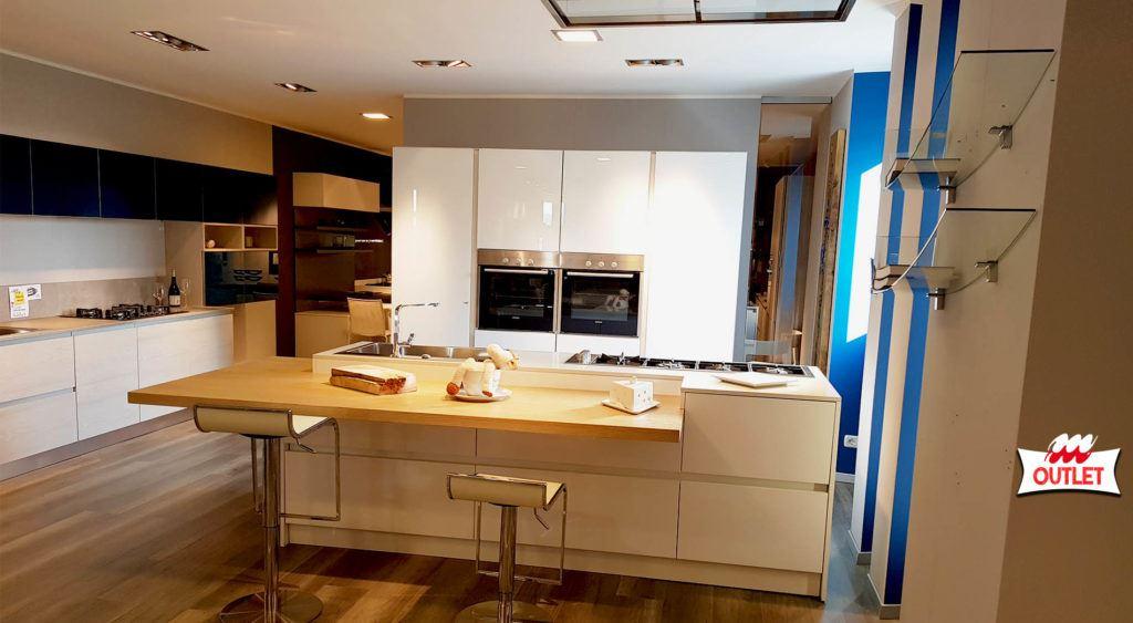 Cucina ante vetro e polimerico lucido arredamenti meneghello - Ante in vetro cucina ...