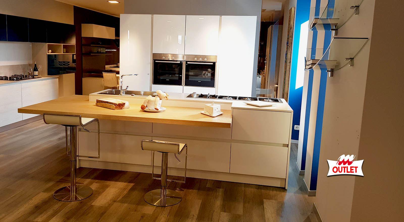 Cucina ante in vetro e polimerico lucido arredamenti - Ante in vetro cucina ...